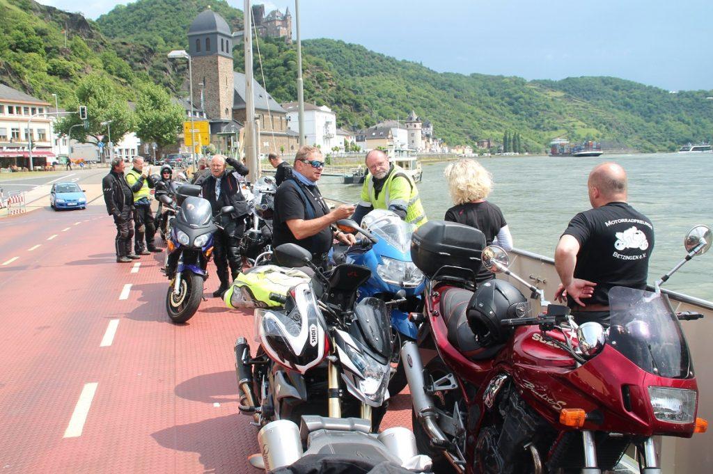 auf der Rheinfähre