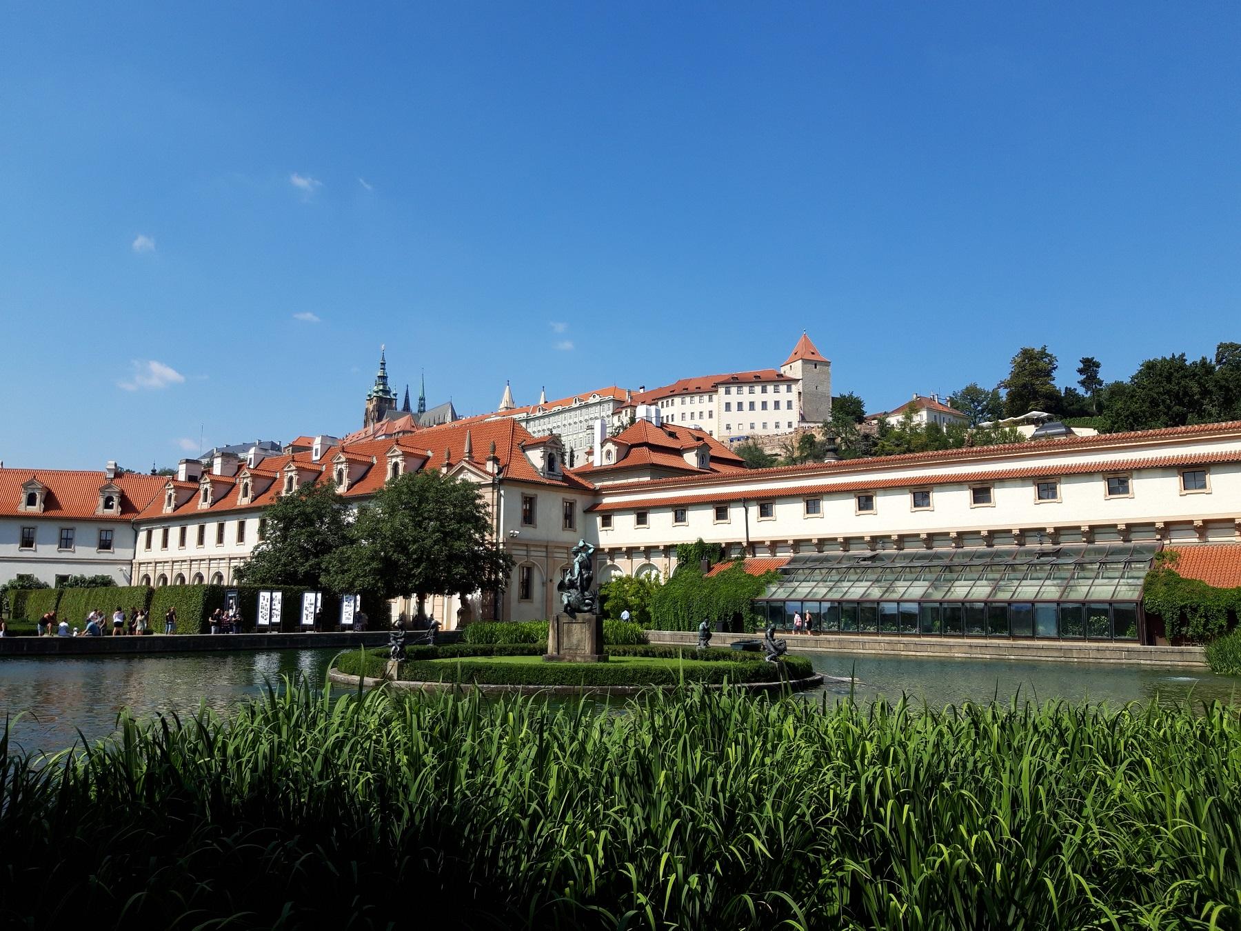 Blick von der Karlsbrücke zur Burg
