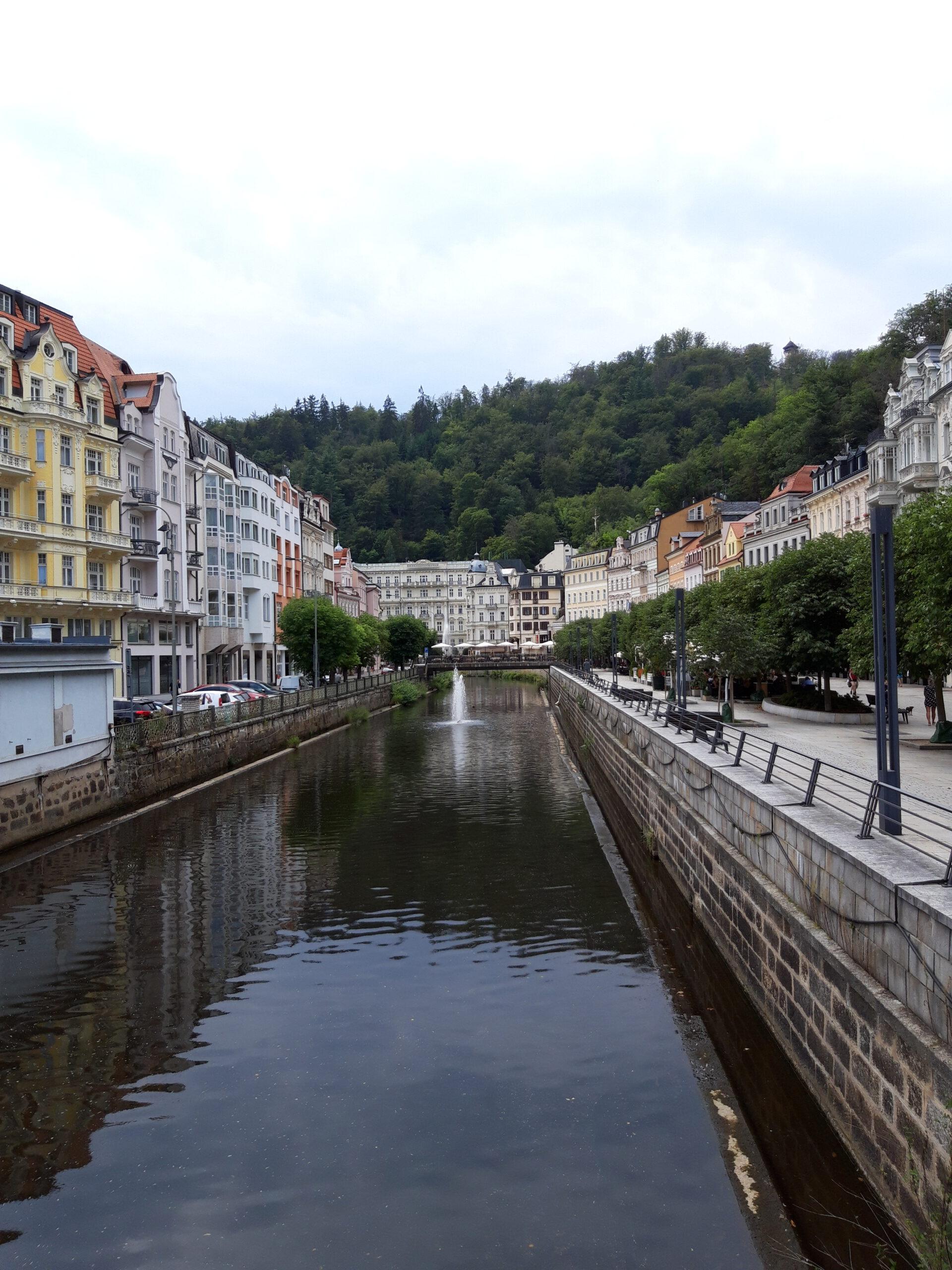 Heiße Quellen und Geysiere in Karlovy
