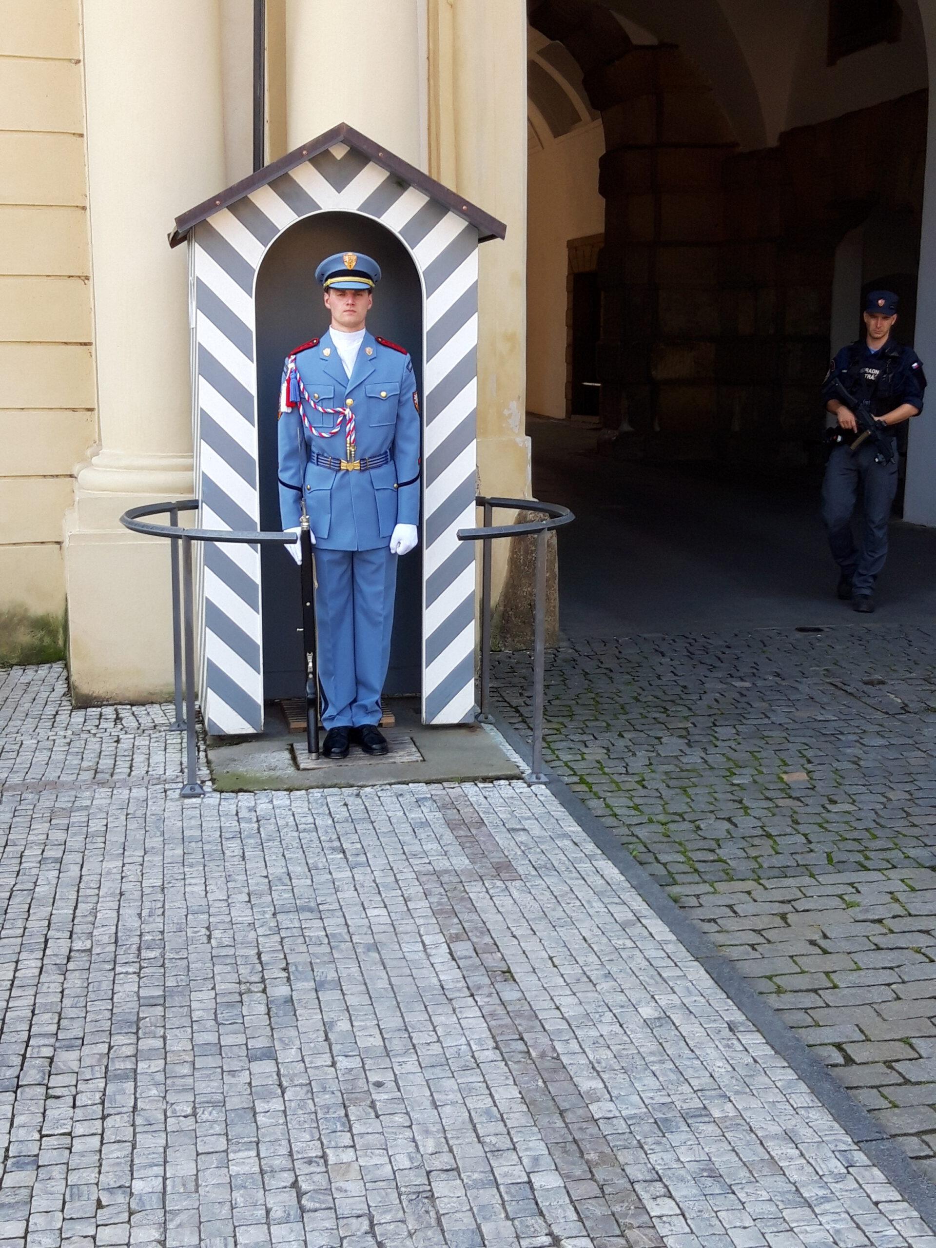 Wache an der Karlsburg