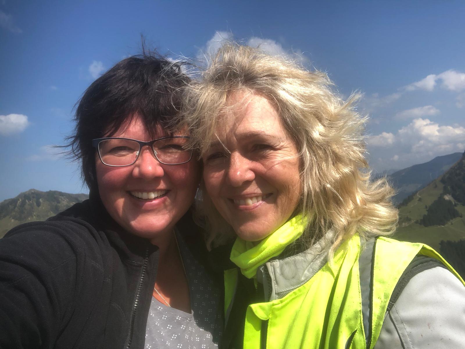 unsere zwei Rennsemmel Petra und Birgit